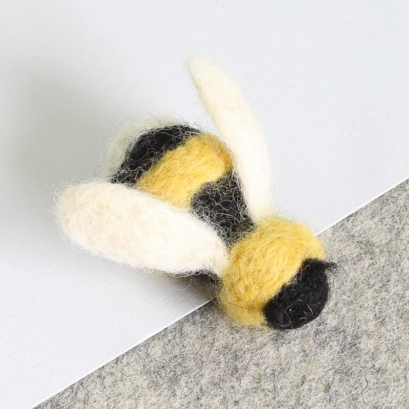 Hawthorne Handmade Bee Brooch Needle Felting Kit
