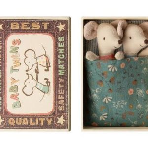 This cute Maileg Cousin Mouse In Box comes without clothes so you can dress him/her up as you wish! This mouse comes in a matchbox with a stripy mattress, star pillow and spotty blanket.